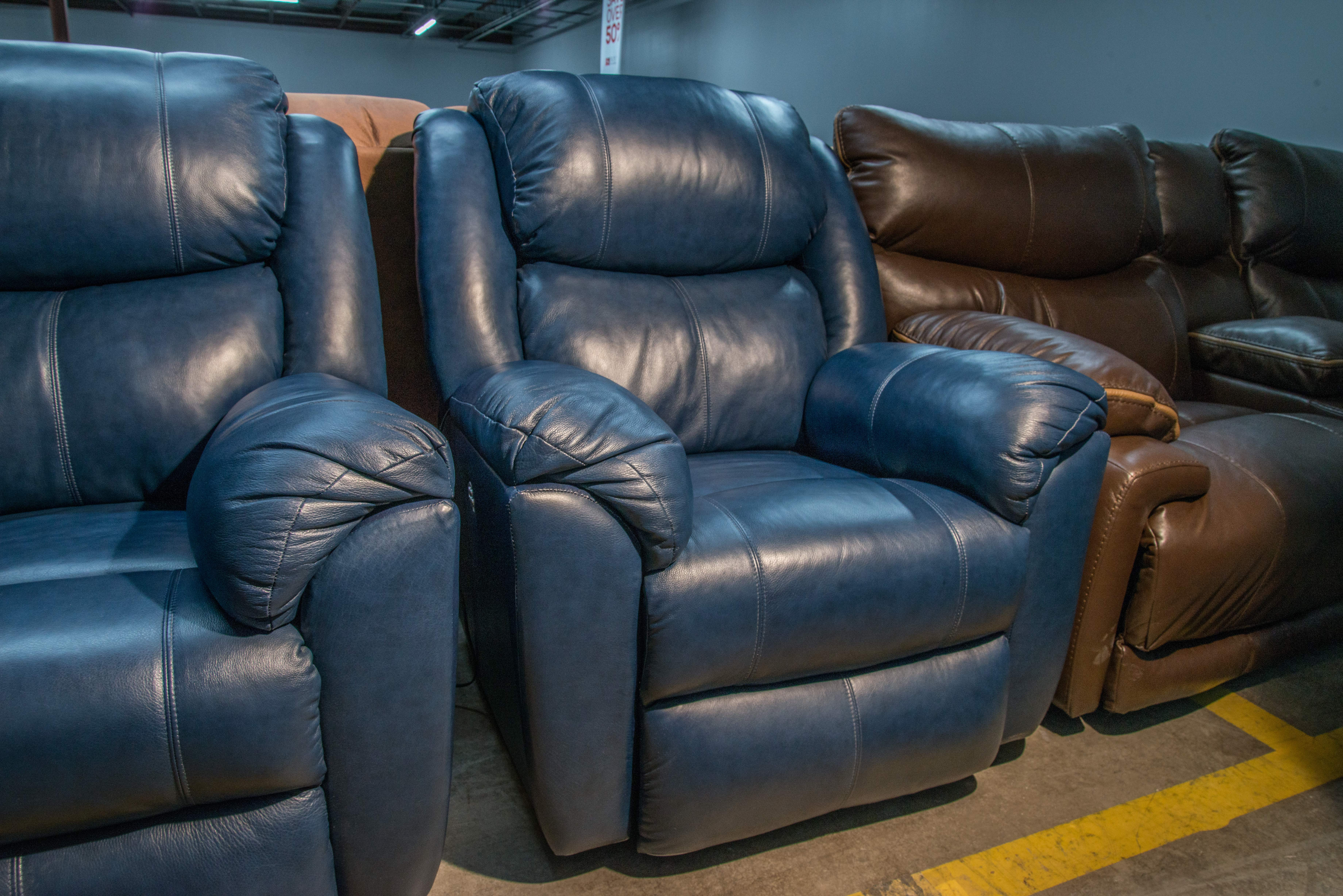 Sold Southern Motion Leather Power Reclining Sofa And 2